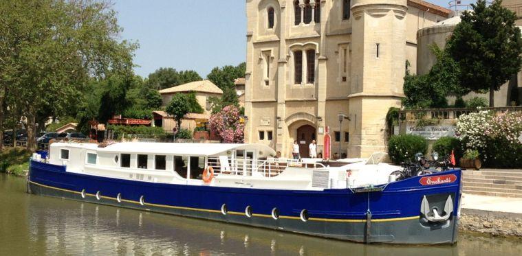 """Cabinas De Baño Bello:bordo del """"Enchanté"""" por el Canal du Midi explora no sólo el bello"""