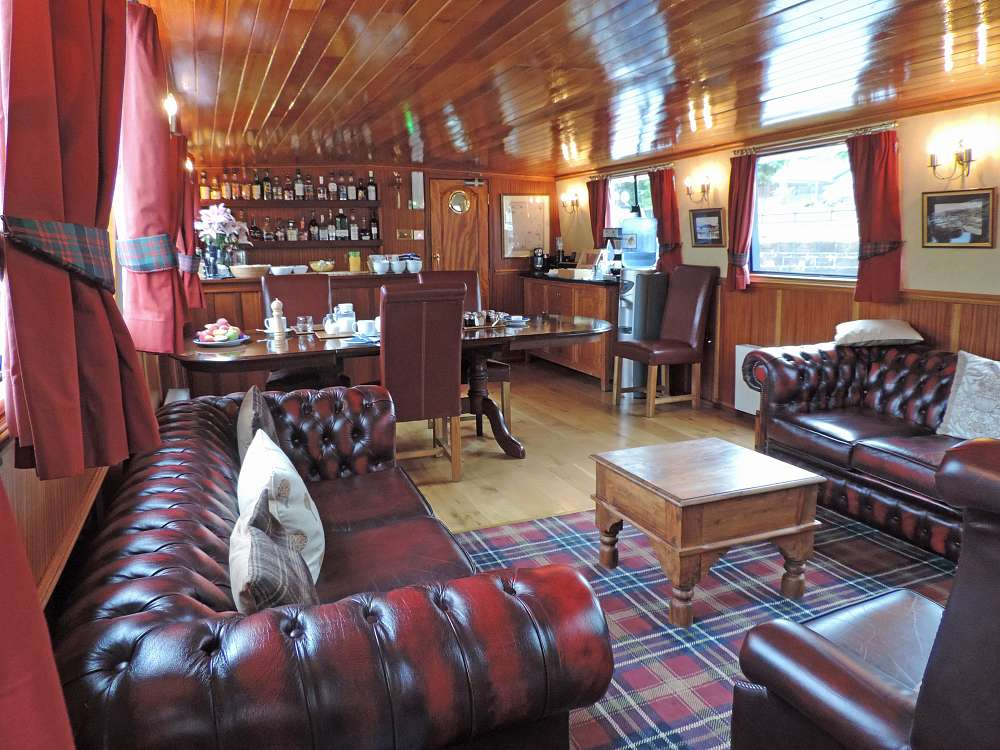 CRUCEROS FLUVIALES ESCOCIA CRUCEROS FLUVIALES HIGHLANDS CRUISES SCOTLAND SOTTISH HIGHLANDER CRUISES BARGE CRUISES SCOTLAND UNITED KINGDOM CRUISES FAMILY CRUISES SCOTLAND BARGE CRUISES SCOTTISH HIGHLANDER BARGE SHANNON RIVER CALEDONIAN CANAL