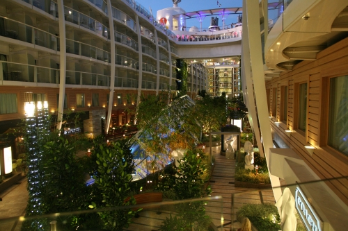 OASIS OF THE SEAS CRUCERO CENTRAL PARK ARBOLES PLANTAS